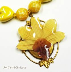 gult Orkidesmykke