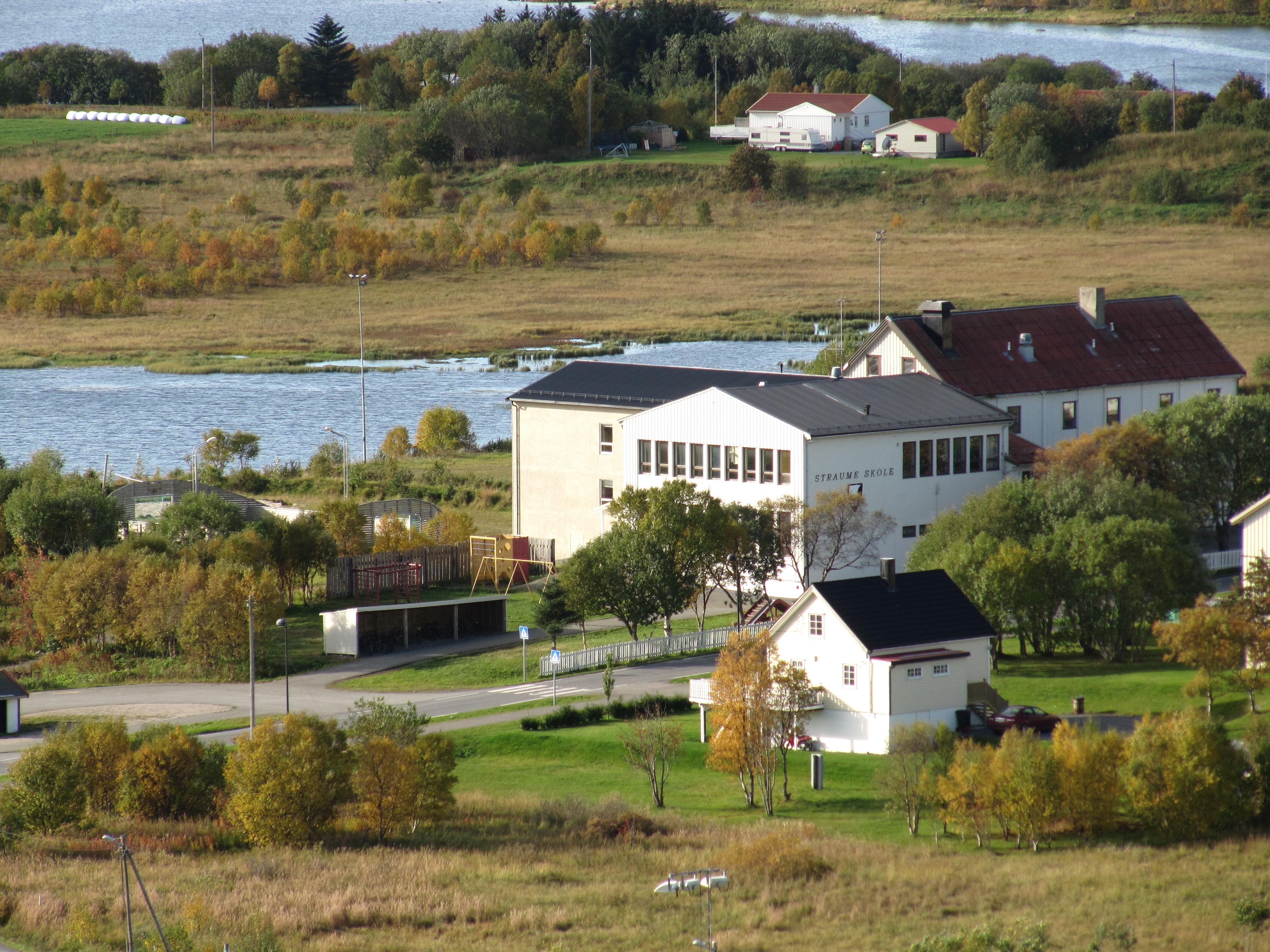 Straume skole fra Rabben.jpg