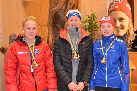 Topptrion i D 20. Tvåan Sandra Olsson, Malungs IF, ettan Maja Dahlqvist, Domnarvet och trean Hanna Eriksson, IFK Mora SK. FOTO: IFK Mora SK.