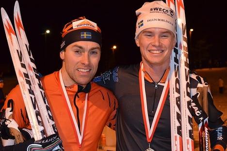 Jörgen Brink och Simon Andersson, tvåa och etta på AXA Ski Marathon. FOTO: Johan Trygg.