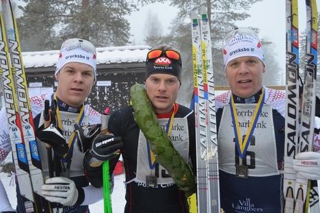 Överlägsen trio i Norrbärke Ski Marathon. Trea Rikard Tynell, segraren Jimmie Johnsson och tvåan Daniel Tynell. FOTO: Johan Trygg.