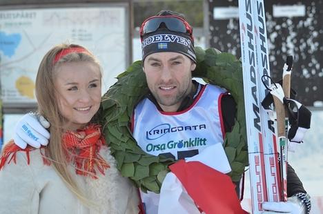 Jörgen Brink visade gryende Vasaloppsform i Orsa Grönklitt Ski Marathon. Här är Jörgen med kranskullan Vilma Olsson. FOTO: Johan Trygg/Längd.se.