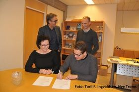 Bak fra venstre Direktør VINN Bjørn Bremer og Ordfører Toralf Heimdal. Foran fra venstre Rådgiver Ann-Kristin Andreassen og Næringssjef Lennarth Kvernmo