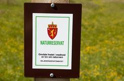 Skilt naturreservat - copyright Anne Olsen-Ryum