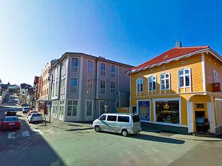 Parkering utenfor Kalles og Grand hotell