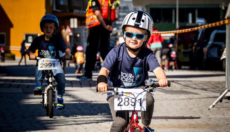 Bilete av born på sykkel, Tour des fjords