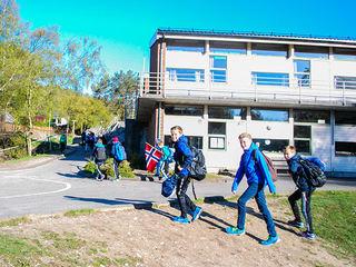 Elever på vei til skolestart