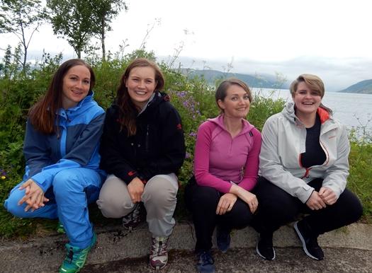Fire unge kvinner
