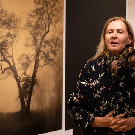 Den verdenskjente amerikanske fotografen Joyce Tenneson var på Nordic Light i Kristiansund for andre gang, og har et stort publikum i Norge. (Foto: Toralf Sandåker)
