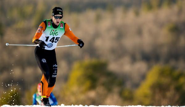 Simon Lageson tar plats i Sveriges trupp till världscupen i Beitostölen i helgen. Här är Simon vid säsongspremiären i Bruksvallarna. FOTO: Johan Axelsson/Bildbyrån.