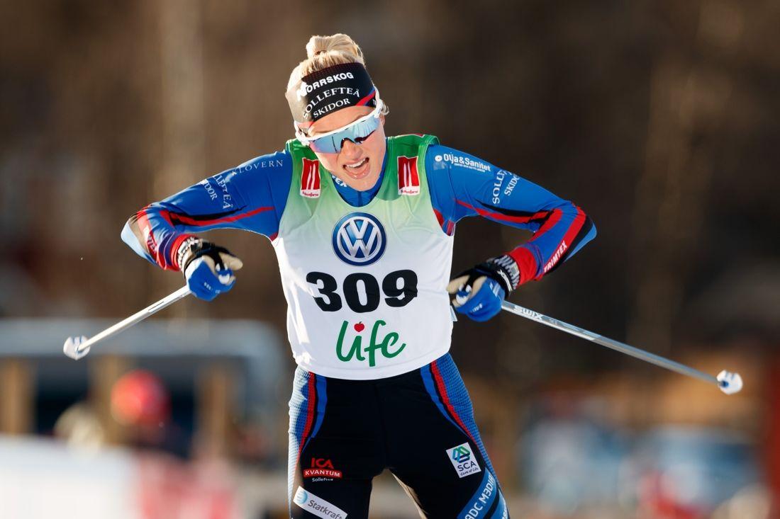 Frida Karlsson fortsätter att göra imponerade resultat. Idag solovann hon masstarten i Skandinaviska cupen med nära två minuters marginal. FOTO: Johan Axelsson/Bildbyrån.