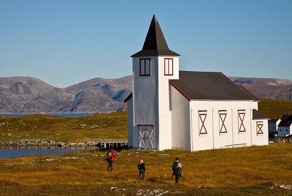 Dønnesfjord kirke - Copyright Anne Olsen-Ryum