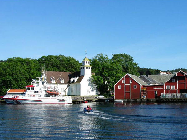 Egersund kirke fra sjøen