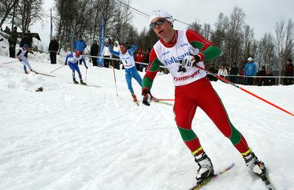 MARTIN BERGLUND från Strömnäs GIF i Piteå i ledningen i H17-18-finalen före Carl Quicklund, Östersund och Daniel Svensson, Mora. Foto: MOA MOLANDER KRISTIANSEN