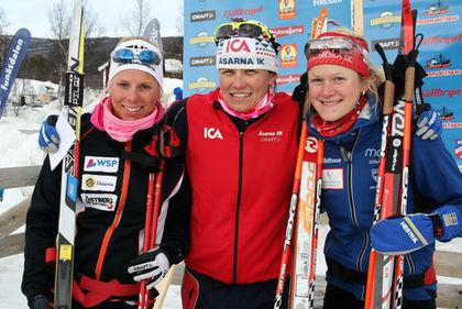 IDA INGEMARSDOTTER (i mitten) vann D21 före Lina Korsgren och Helene Söderlund. Foto: MOA MOLANDER KRISTIANSEN