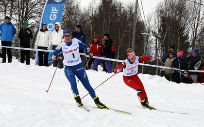 EVENLINA SETTLIN från Hudiksvall leder D17-18-finalen före Stina Nilsson från Malung, men det var dalkullan som vann till slut. Foto: MOA MOLANDER KRISTIANSEN