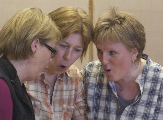 Revykurs m Wanja Balstad: Trude,Sissel og Elisabeth: øvelse 3-hodet troll