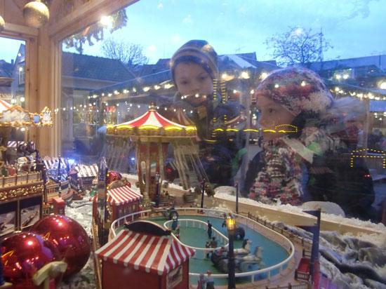 Miniby med tivoli i Julebyen. Foto: Sem Hadland