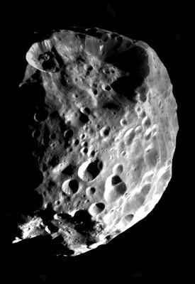 Et fantastisk bilde av Phoebe tatt av Cassini i 2004