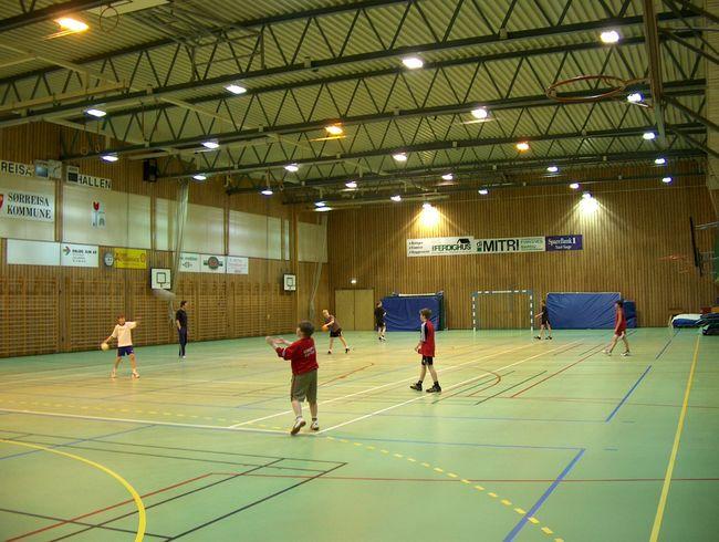 Håndballtrening i idrettshallen