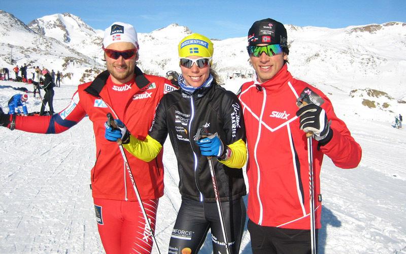 Petter Northug, Sandra Hansson och Tomas Northug i val Senales. Foto: Harald Fladseth/Toppidrettsveka
