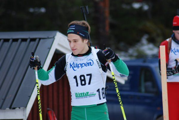 Simon Hallström i Lima skidskyttes dräkt. Foto: Lima SKG