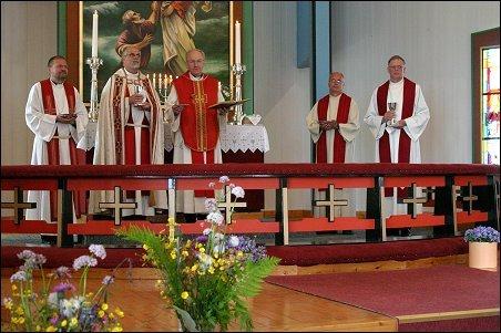 Nattverd under jubileumsgudstjenesten i Hasvik kirke