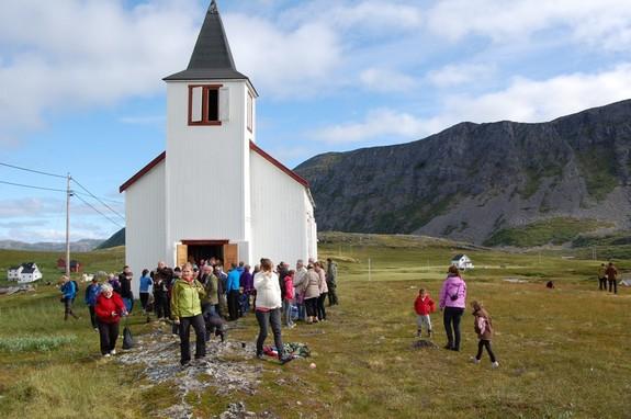 Gudstjenesten i Dønnesfjord kirke august 2012 - foto: Eva D. Husby