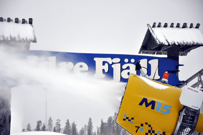 17 oktober planerar Idre Fjäll ha längdpremiär med sparad snö. Men redan nu producerar man också snö i sin nya snöfabrik. FOTO: Idre Fjäll.