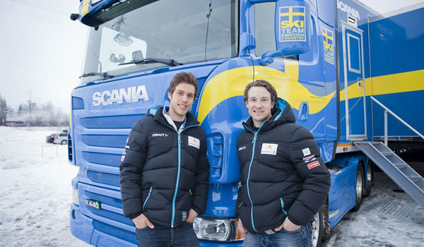 Vallachefen Urban Nilsson lämnar landslaget efter över tio år i landslagsverksamheten. Här är Urban med Marcus Hellner när vallatrailern var ny. FOTO: Svenska Skidförbundet.