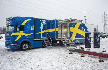 Scania och längdlandslaget fortsätter samarbeta kring vallalastbilen. FOTO: Svenska Skidförbundet.