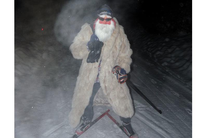 Längd.se-tomten hälsar God Jul till alla skidåkare runt om i landet.