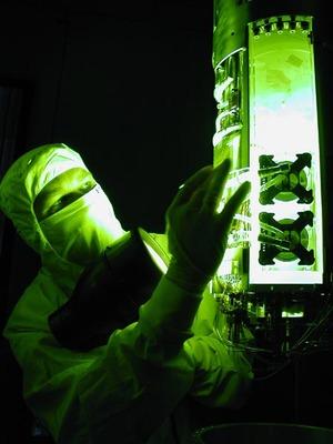 Monokromt grønnt lys ble brukt for å lete etter sprekker
