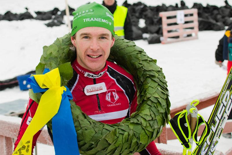 Markus Jönsson bjuder in till rullskidläger i Ulricehamn. Här är Markus efter segern i Västgötaloppet 2013. FOTO: Västgötaloppet.