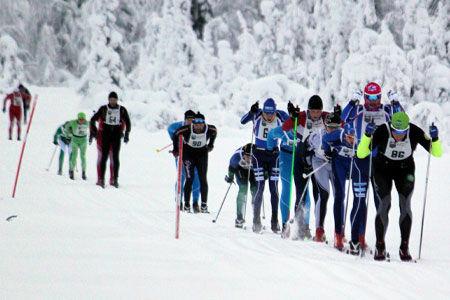 Jerry Ahrlin drar före Robin Bryntesson i Tåsjödalen Classic Ski. I vinter är loppet första deltävlingen i nya Jemtland Ski tour. FOTO: Thomas Blom.