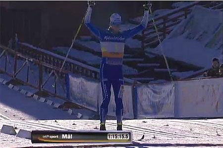 Daniel Richardsson defilerade hem tredje raka guldet till Hudiksvall i SM-stafetten. FOTO: SVT.