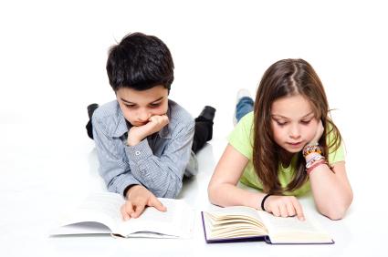 Illustrasjon - barn som leser