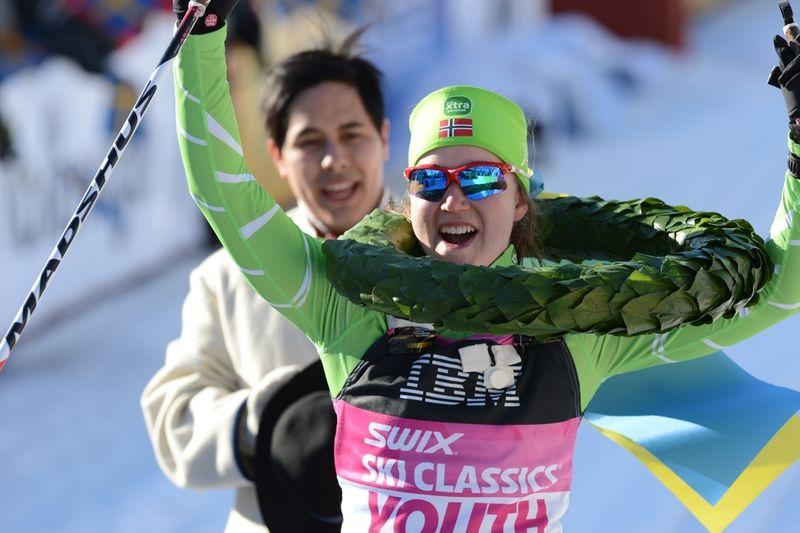 Laila Kveli jublar över seger i Vasaloppet i vintras. I höst har du chansen och träna med Laila och Jerry Ahrlin. FOTO: Rauschendorfer/NordicFocus.