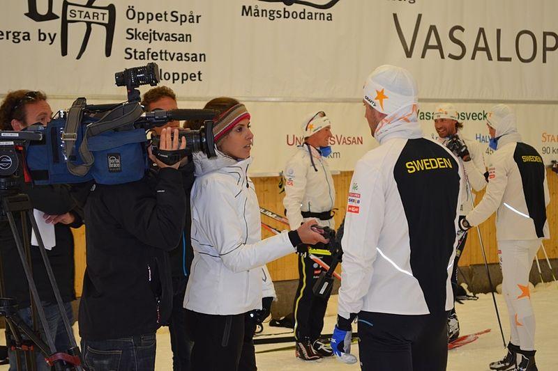 CNN intervjuar Teodor Peterson i Torsby Ski Tunnel. FOTO: Johan Trygg.