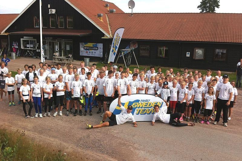 Nu är det dags för Anna&Emil Summercamp igen. Här ser vi förra årets deltagare samlade. FOTO: annaoemil.se