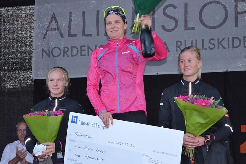 Jonna Sundling, Ida Ingemarsdotter och Maja Dahlgvist på pallen. FOTO: Johan Trygg.