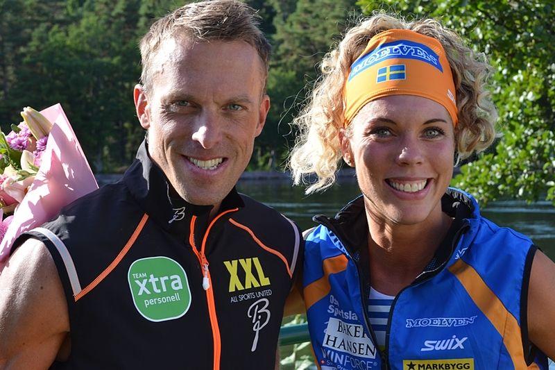 Glada segrare i Alliansloppet 2013. Anders Aukland och Sandra Hansson. Det var Sandras sjätte seger på sju lopp. FOTO: Johan Trygg.