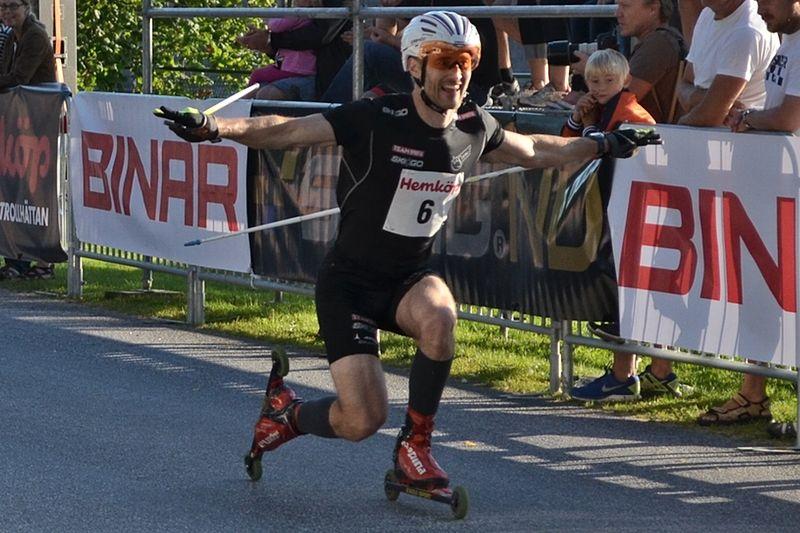Tobias Westman tog hem rullskidpremiären i Landsjön Runt. Här är Westman vid Alliansloppets sprint för ett par år sedan. FOTO: Johan Trygg/Längd.se.