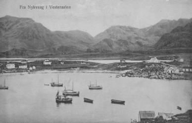 Postkortmotiv fra havna i Nykvågen (årstall mangler) Kortet er lånt av Grethe M. Sedeniussen