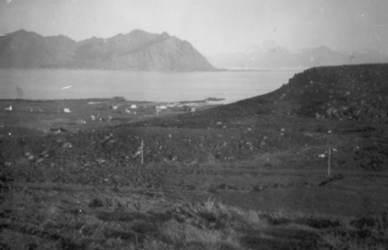 Mårsund med Hadseløya i bakgrunnen ca. 1952 Originalbildet er lånt av Tordis Jakobsen.