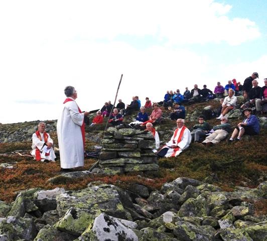 Biskop og hellig fjell - Mindre.jpg