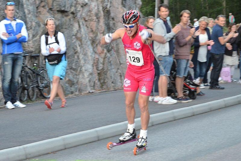 Robin Bryntesson åker SM på rullskidor i Falköping. Här vid Alliansloppets backsprint häromveckan. FOTO: Johan Trygg.