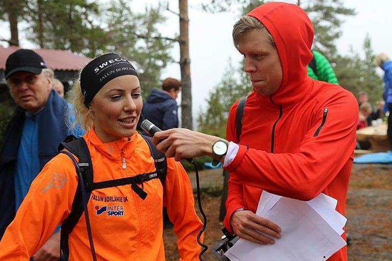 Maria Gräfnings intervjuas av speakern Adam Johansson efter segern. FOTO: Adam Karlsson.
