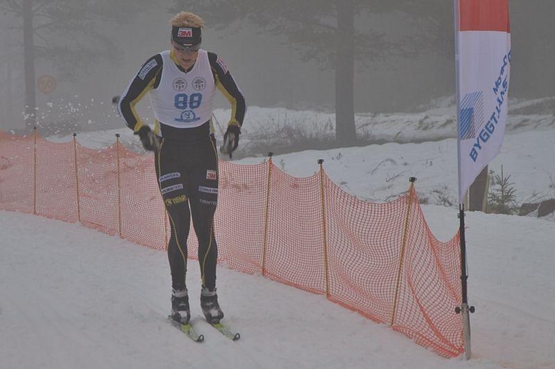 I fjol vann Jens Eriksson, Dala-Floda, en dimmig premiär i Orsa Grönklitt. FOTO: Johan Trygg.
