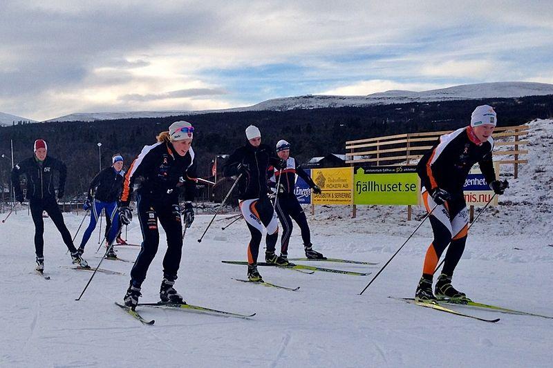Fina förhållanden när ett gäng från Falun-Borlänge glider fram i Bruksvallarna. FOTO: Mikaela Sundbaum.